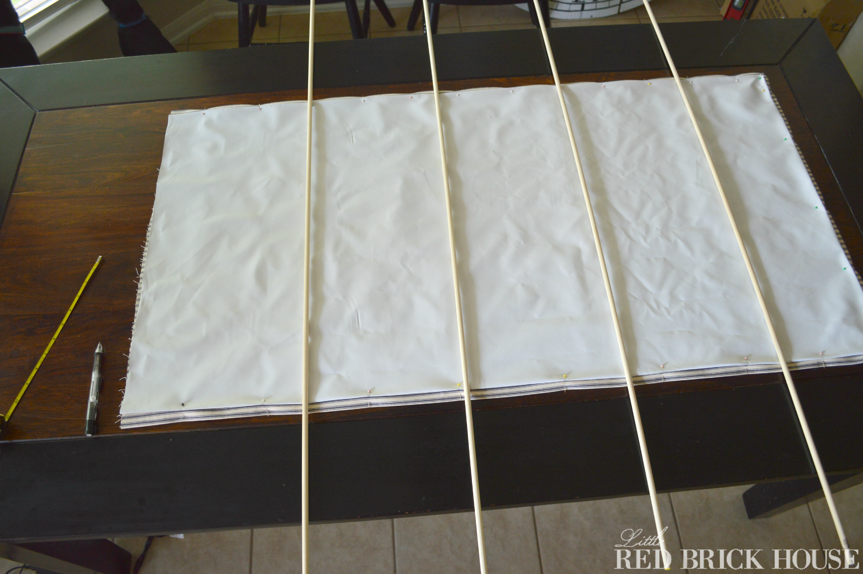 making roman shades with dowels